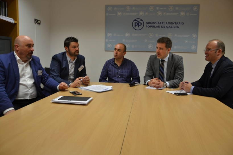 Representantes de AUGC y el PP en Galicia