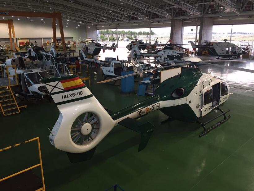 Helicópteros de la Guardia Civil en el hangar