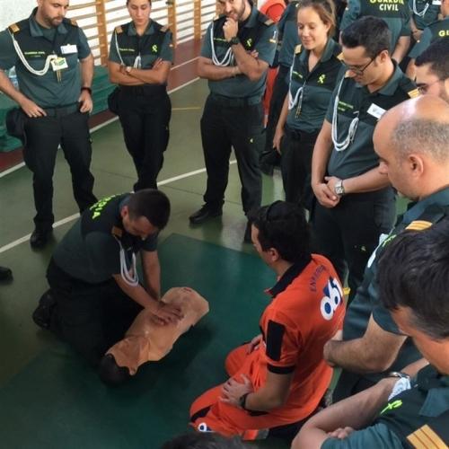 Entrenamiento de guardias civiles en primeros auxilios