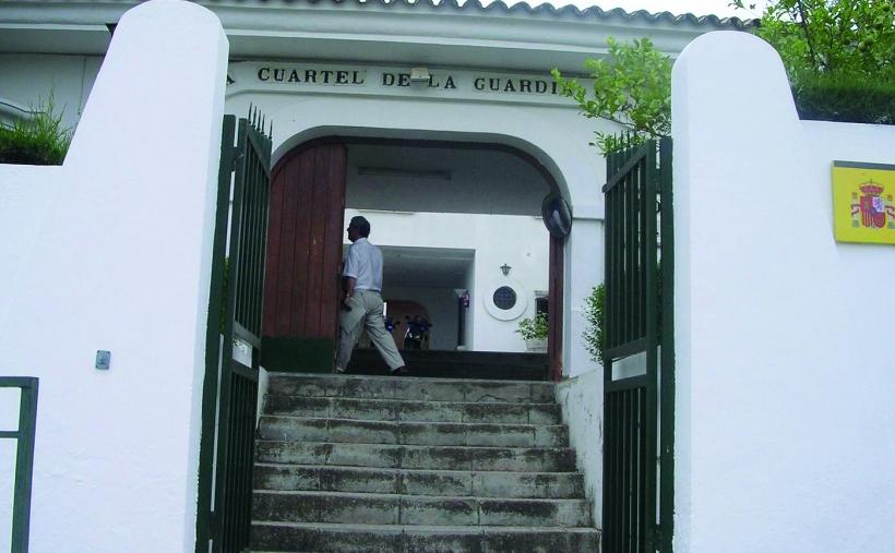 Entrada al cuartel de la Guardia Civil en la localidad de Arcos de la Frontera, en la Sierra de Cádiz