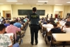 Opositores a guardia civil en un examen