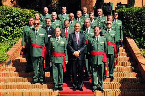 Generales de la Guardia Civil posan el Director General.