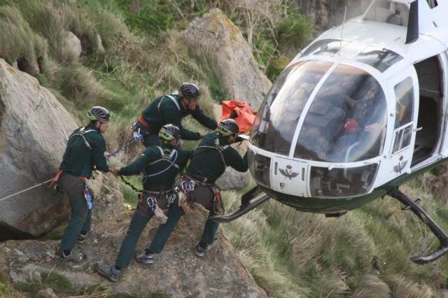 Recate del GREIM con helicoptero del servicio aereo de la Guardia Civil