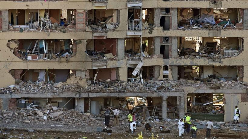 Estado en el que quedó la casa cuartel de la Guardia Civil en Burgos tras el atentado de 2009.