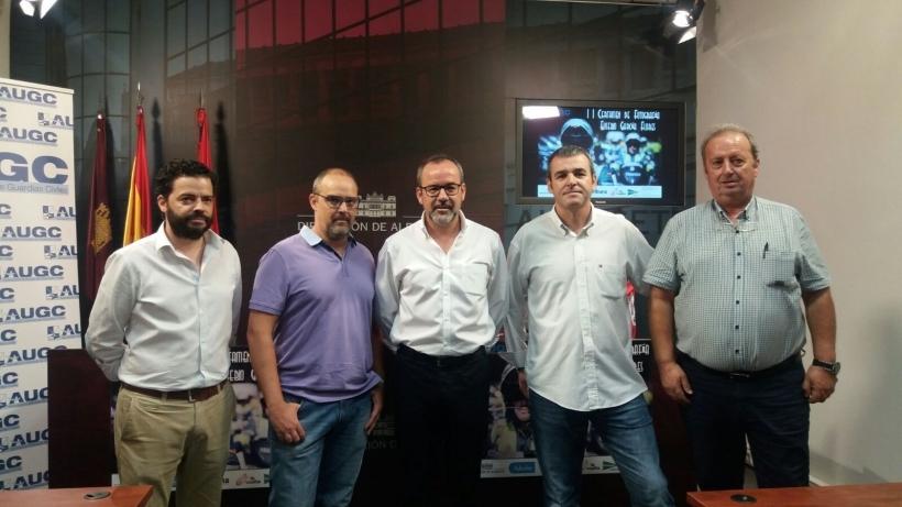 Representantes de AUGC Albacete y patrocinadores del certamen, en el día de su presentacion, el pasado mes de julio
