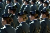 Un grupo de hombres y mujeres guardias civiles