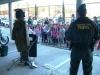 Un guardia civil del TEBYL, en un encuentro con escolares