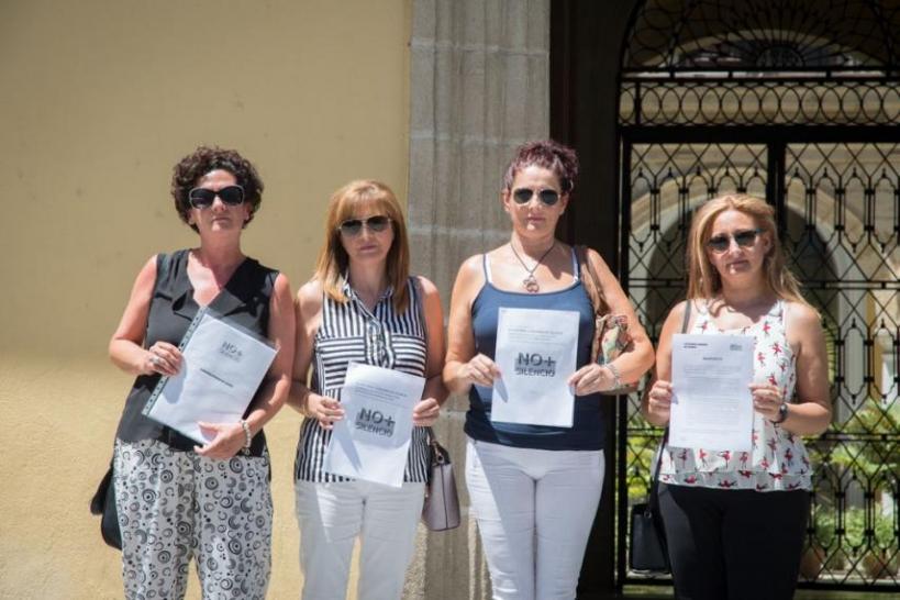 Las mujeres de los guardias civiles de Cádiz desterrados, impulsoras de la plataforma No + Silencio