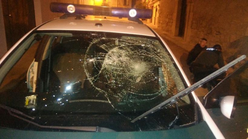 Estado en el que quedó el vehículo tras el ataque.