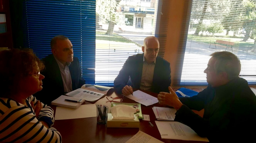 Alberto Moya y Juan Liébana, con representantes de la Asociación 11M.