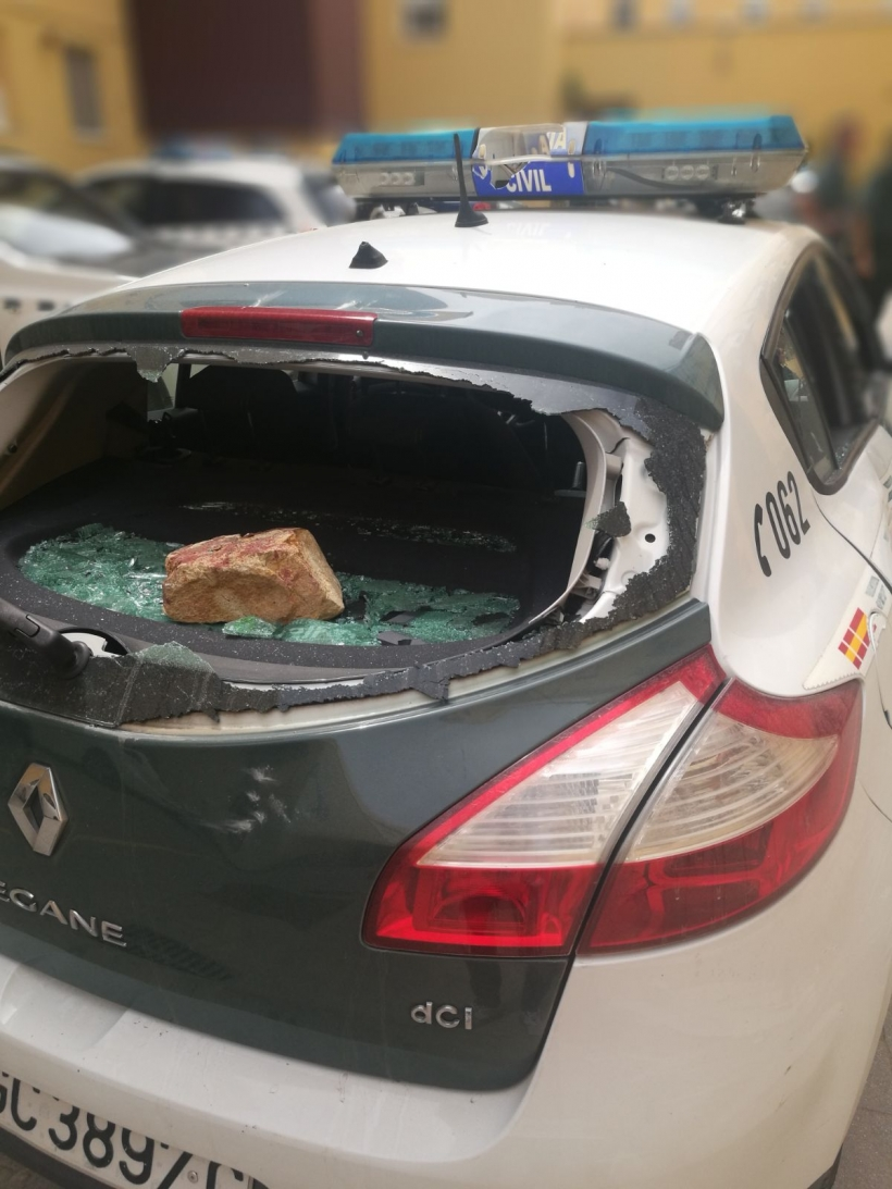 Estado en el que quedó uno de los vehículos de la Guardia Civil atacados