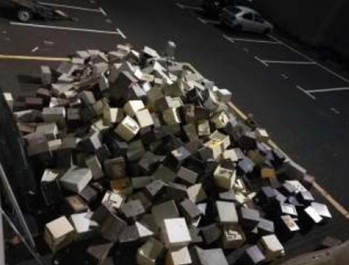 Las cajas fuertes, despositadas en un aparcamiento de la Guardia Civil
