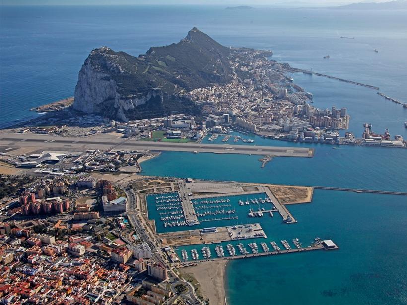 Vista aérea de la Línea de la Concepción y Gibraltar.