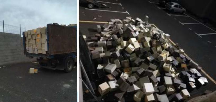 Las cajas fuertes, depositadas en el aparcamiento del cuartel de Costa Teguise.