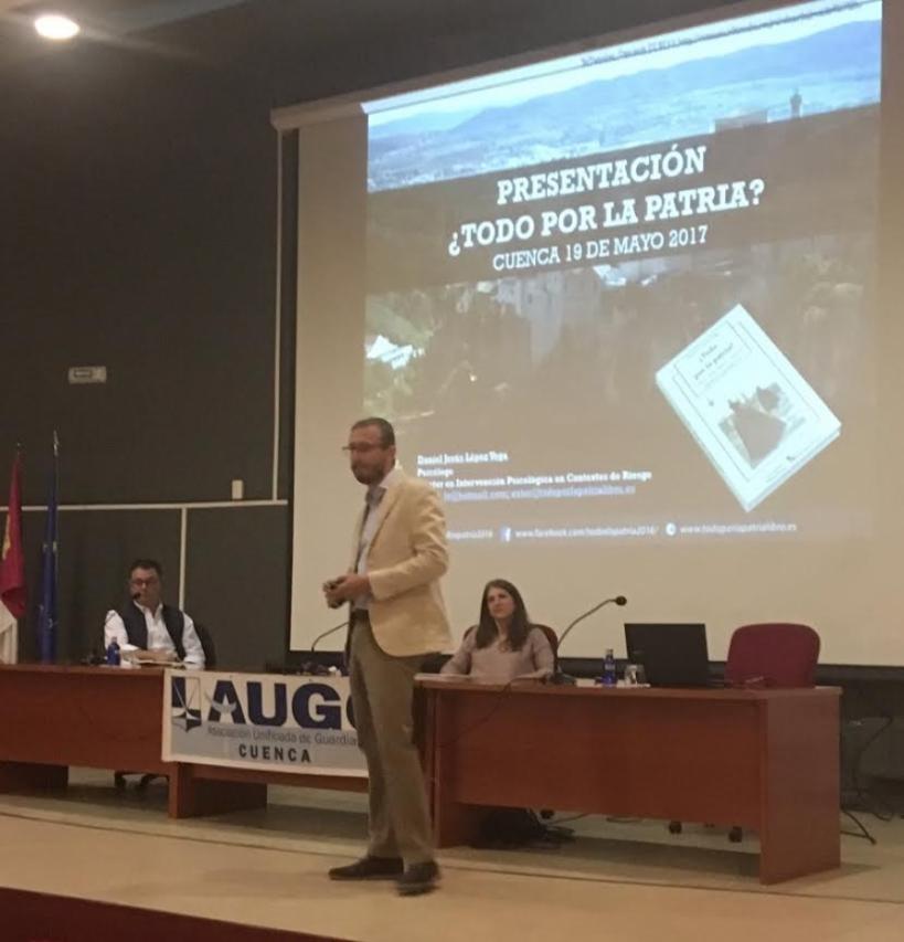 Momento de la intervención del autor de la obra, Daniel Jesús López.
