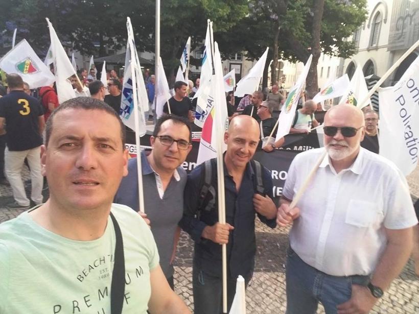Manuel Moya, secretario nacional de Formación de AUGC, y Juan Liébana, secretario nacional de Relaciones Institucionales, en el centro, flanqueados por los compañeros del GNR.