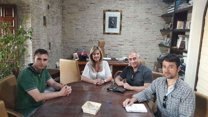 De izquierda a derecha: Ricardo Rodríguez (vocal de AUGC en Bujalance), Elena Alba (alcaldesa de Bujalance), Francisco Cruz (institucionales de AUGC), Juan Ostos (secretario provincial de AUGC).