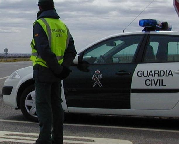 La valiente actuación del guardia civil evitó una posible desgracia en la carretera.