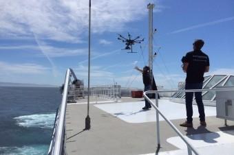Imagen promocional de los cursos de pilotos de drones de Aerocamaras.