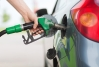 La gasolina sale barata cuando la pagan los ciudadanos, debió de pensar el sargento.