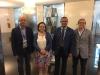 Juan Liébana (izqda), secretario nacional de Relaciones Institucionales de AUGC, y Mariano Casado (dcha.), asesor jurídico nacional de AUGC, posan junto a los representantes del Grupo Popular.