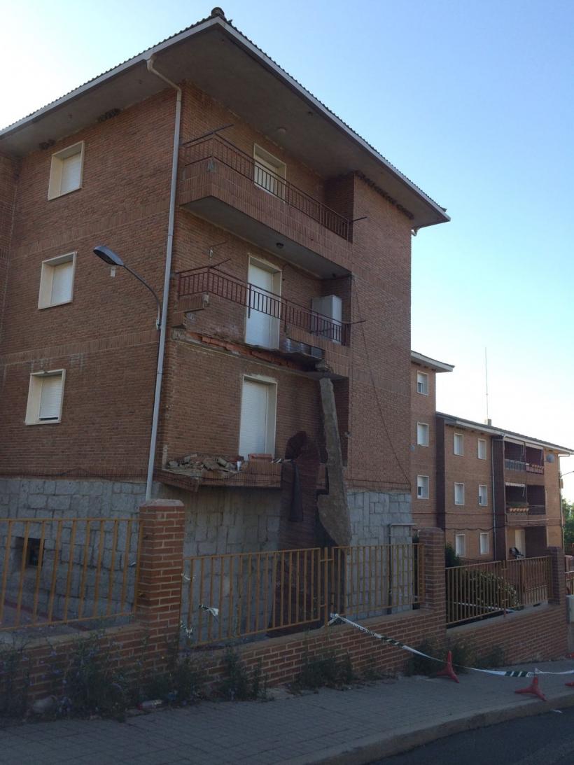 Estado de la casa cuartel de El Escorial tras el desplome de los dos balcones.