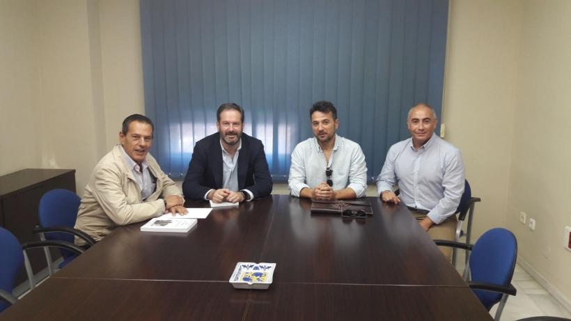 De izquierda a derecha: Rafael Merino (presidente de la Comisión de Interior), Adolfo Molina (presidente provincial del PP), Juan Ostos (secretario provincial de AUGC), Francisco Cruz (institucionales de AUGC)