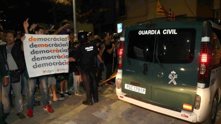 Un furgón de la Guardia Civil en Cataluña.