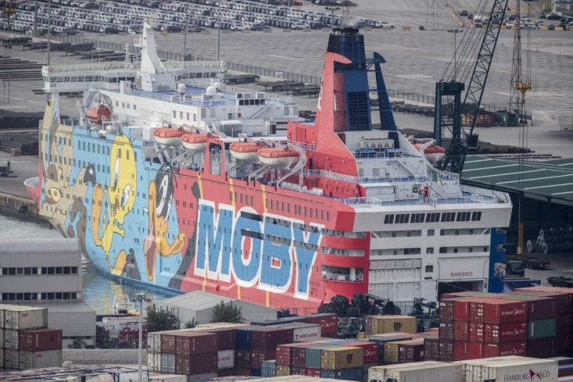 Uno de los barcos en los que están alojados los guardias civiles en Barcelona.