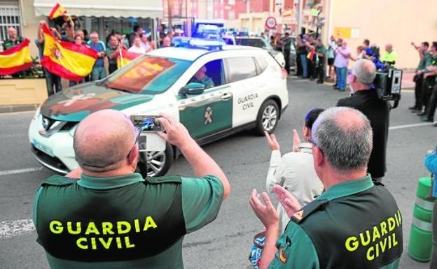 Salida de guardias civiles con destino a Cataluña desde Murcia.