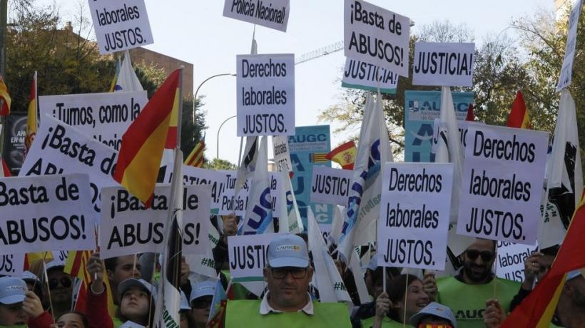 Imagen de la Marea de Tricornios, la manifestación convocada por AUGC que en noviembre de 2015 sacó a la calle a más de 12.000 guardias civiles y familiares.