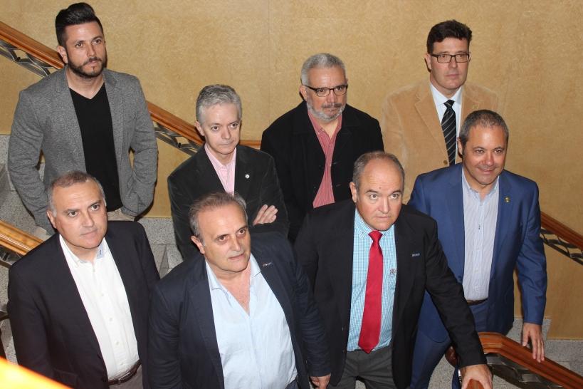 Los representantes de las asociaciones profesionales de la Guardia Civil -Alberto Moya, primero por la izquierda, secretario general de AUGC- posan juntos antes de la rueda de prensa que ofrecieron en Madrid el pasado 21 de noviembre.