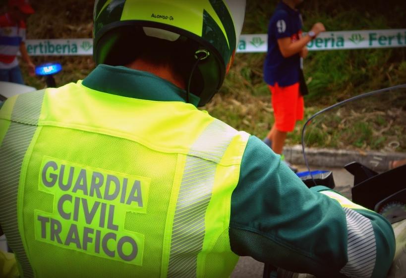 Un agente de la Agrupación de Tráfico de la Guardia CIvil.