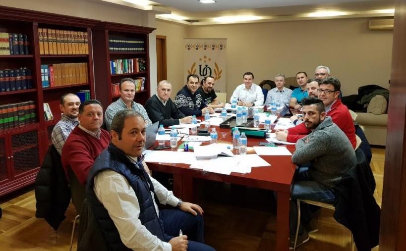 Los representantes de las asociaciones, en un momento de la reunión que mantuvieron ayer.