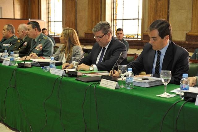 El Director General, José Manuel Holgado, y a su izquierda el Secretario de Estado de Seguridad, José Antonio Nieto.