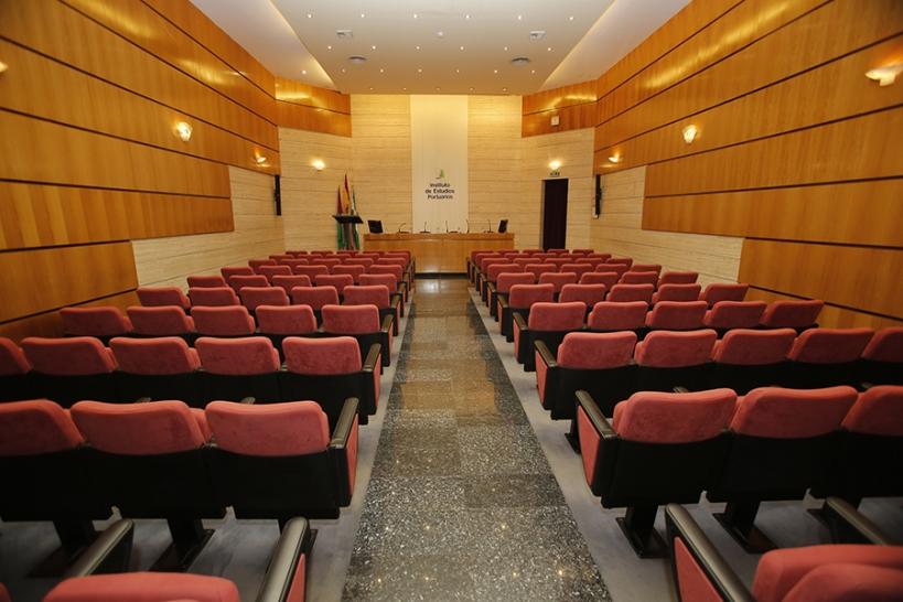 Salón del Instituto de Estudios Portuarios de Málaga