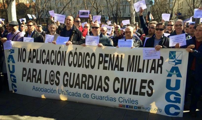 Imagen de archivo de una concentración convocada por AUGC frente al Ministerio del lnterior para reclamar que no se aplique el Código Penal Militar a los guardias civiles.