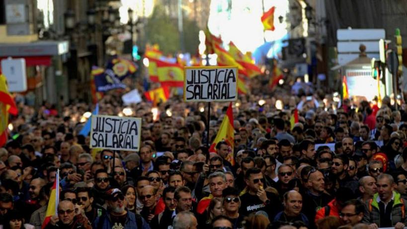 Manifestación de guardias civiles y policías nacionales por la equiparación salarial.
