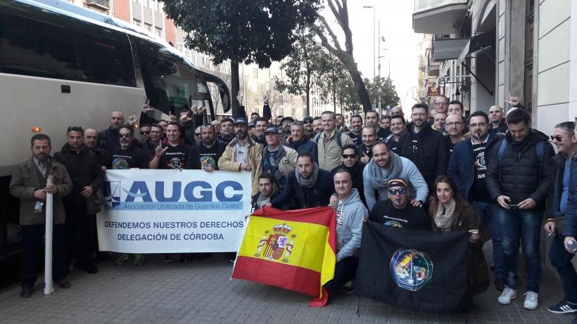 Un grupo de guardias civiles procedentes de la delegación de AUGC Córdoba que se manifestaron el pasado sábado en Barcelona.