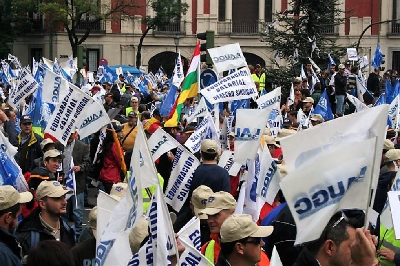 Manifestación de afiliados de AUGC reclamando la equiparación salarial.