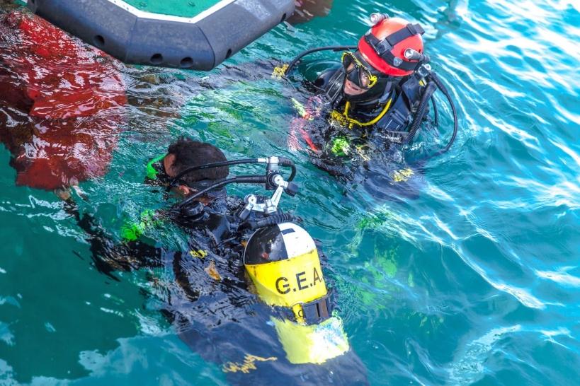 Miembros del GEAS, durante una exploración subacuática.