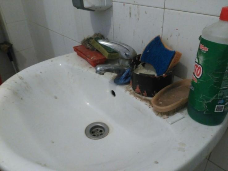 Estado del lavabo de las instalaciones