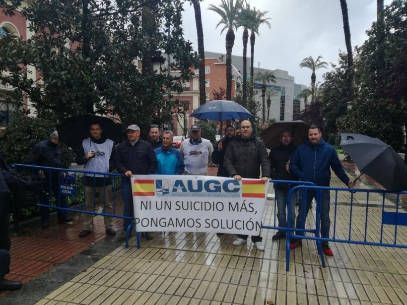 Imagen de la protesta de la delegación pacense de AUGC contra el gran drama oculto en la Guardia Civil.