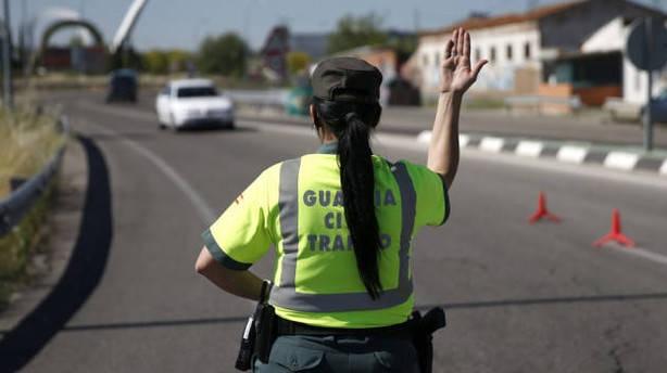 Una guardia civil de la Agrupación de Tráfico durante un servicio.