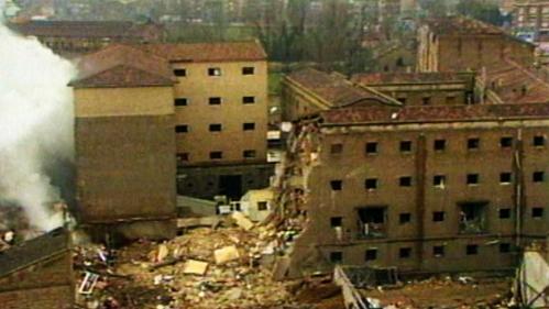 Estado de la casa cuartel de Zaragoza tras el atentado de 1987, en el que murieron 11 personas, entre ellas cinco niñas.