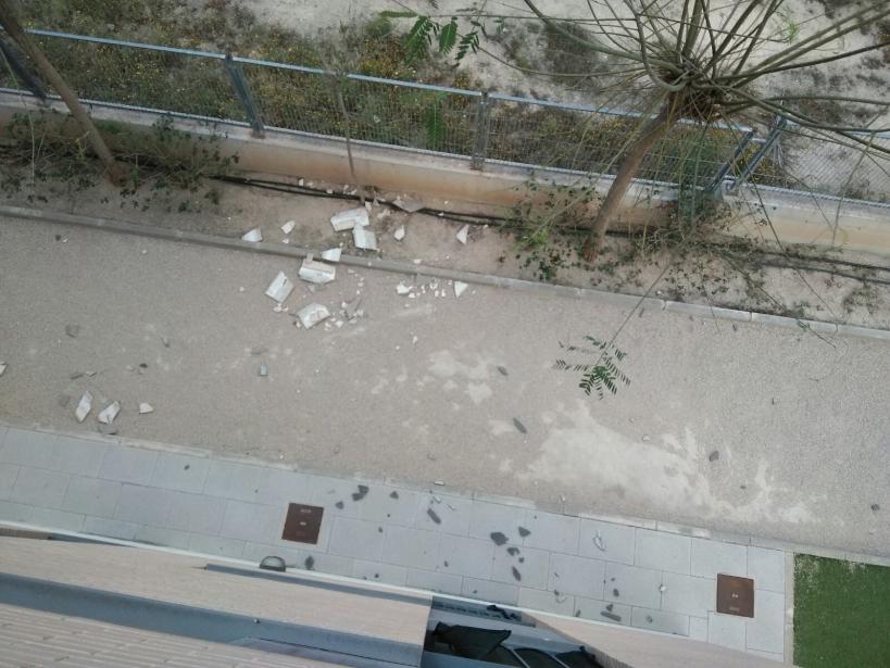 Vista de los restos desprendidos de la fachada.