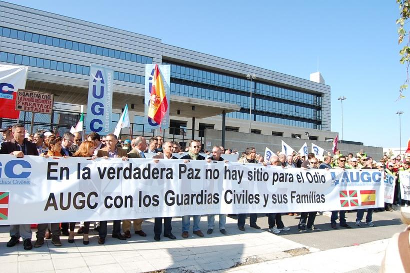 Imagen de la concentración organizada por AUGC en 2011 en Victoria ante la sede del Gobierno vasco.