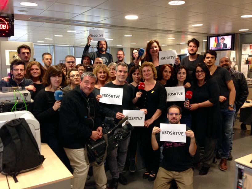 Trabajadores de informativos de RTVE, durante una protesta.