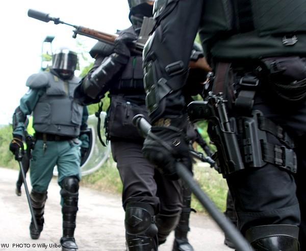 Guardias civiles con sus defensas. Foto: Willy Uribe