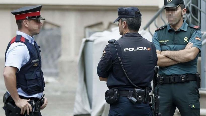 Un mosso, un policía nacional y un guardia civil, las mismas funciones, distinto salario.